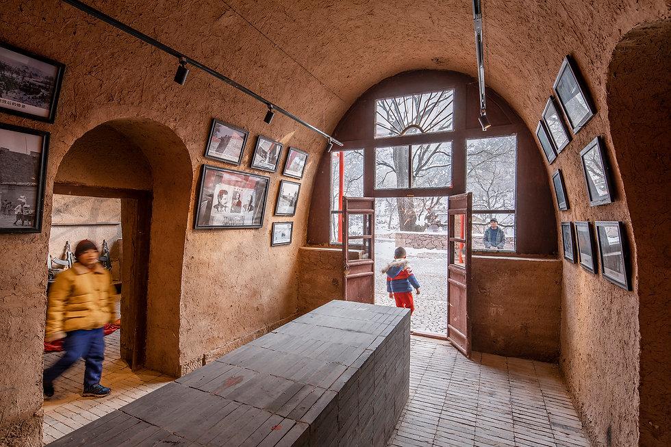 由老窑洞改造的村史馆Old cave dwellings transformed