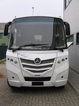 Mercedes 818S - Smile 02
