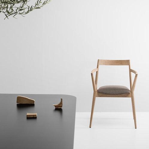 Dobra Chair