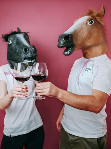 Wine Queen | Weinfleck | Pferd links trägt Größe S + Wine King | Pferd rechts trägt Größe M