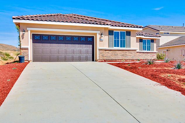 Oak Hills 1 - Plan 1 - Frontyard 3.jpg