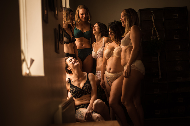 groupes de femmes toute morphologie en lingerie
