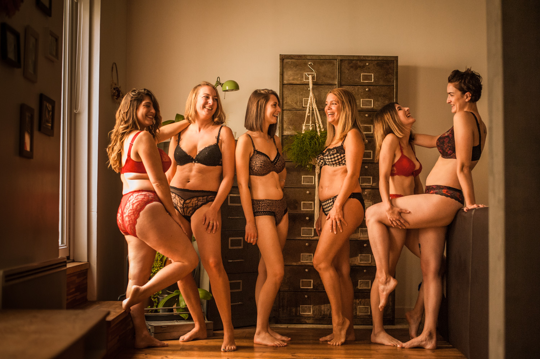 groupes de femmes en lingerie