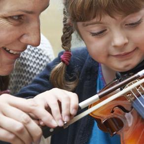 Como acompanhar o desenvolvimento musical de seus filhos?