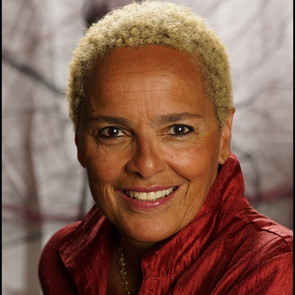 Shari Belafonte Headshot 2019_edited.jpg