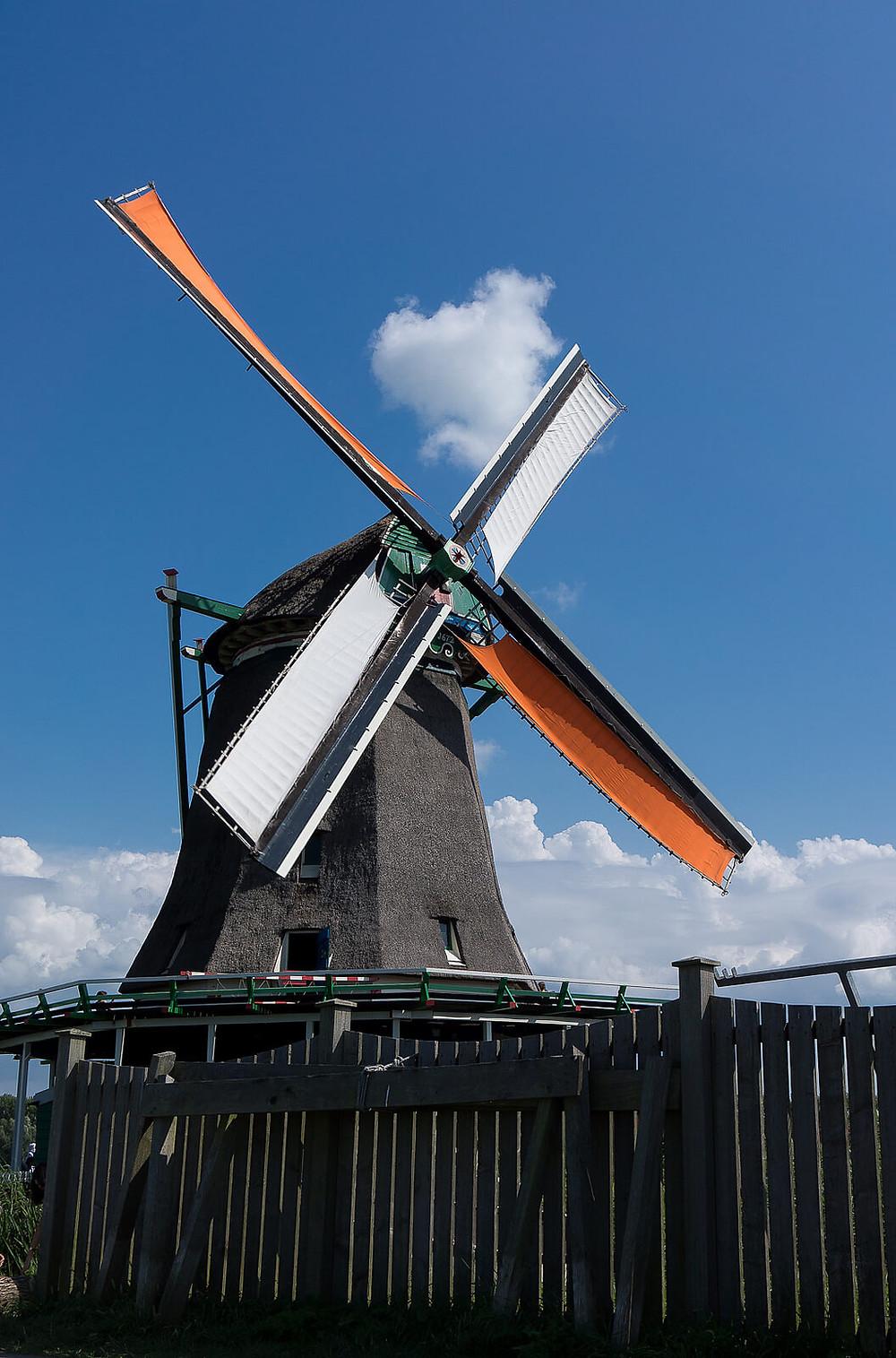 Windmill in the Zaanse Schans area - Beejonson