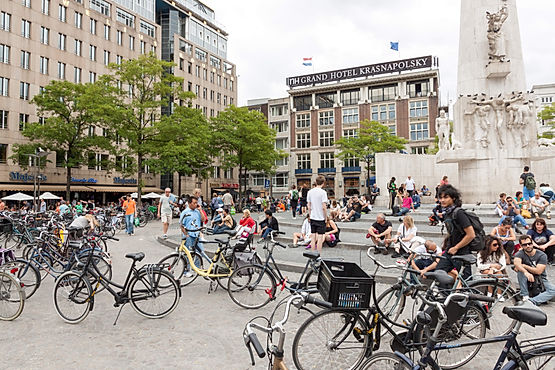 b0cf936296f0a Are Cycling Tourists Becoming A Problem in Amsterdam? | Professional ...
