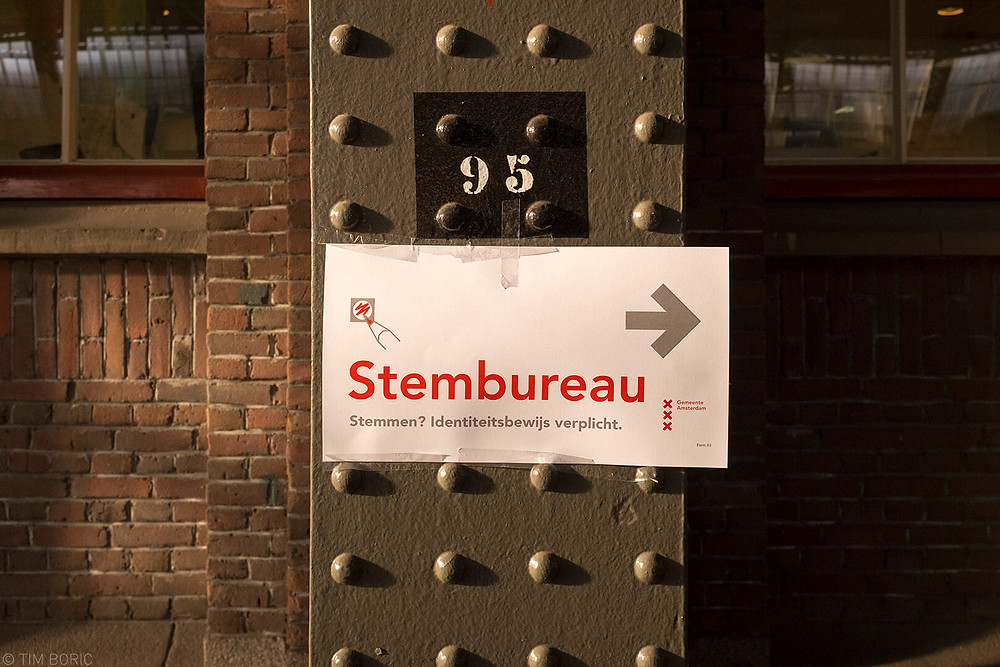 Directions to a voting booth during the municipal elections in Amsterdam