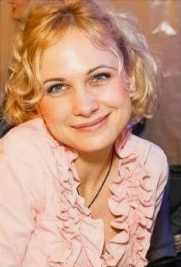 Illés Amanda (MOM)