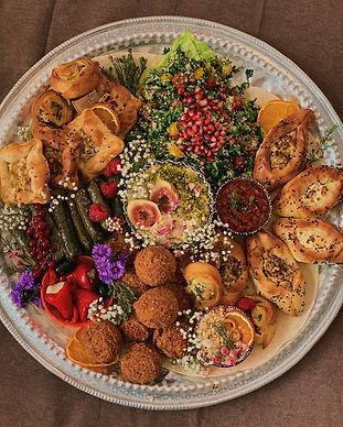 Fingerfoodplatte Köln Fingerfood Platten Mezze bestellen türkisch halal orientalisch Partyplatte Falafel vegan vegetarisch Tabouleh Börek veggie Küche