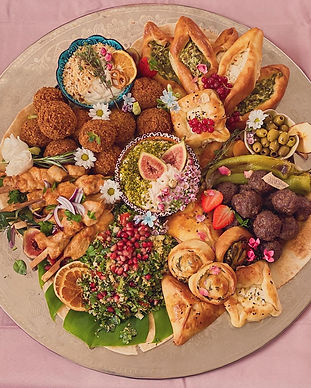 Fingerfoodplatte Grazing Board Graze Platter Köln Fingerfood Platten Mezze bestellen türkisch halal orientalisch Partyplatte Falafel vegan vegetarisch Tabouleh Börek