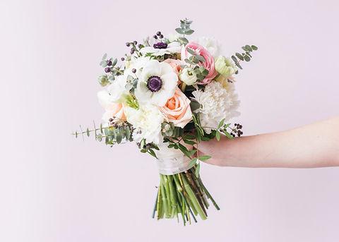 hand-holding-wedding-bouquet_23-21481058