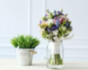 bouquet-table_144627-12995.jpg