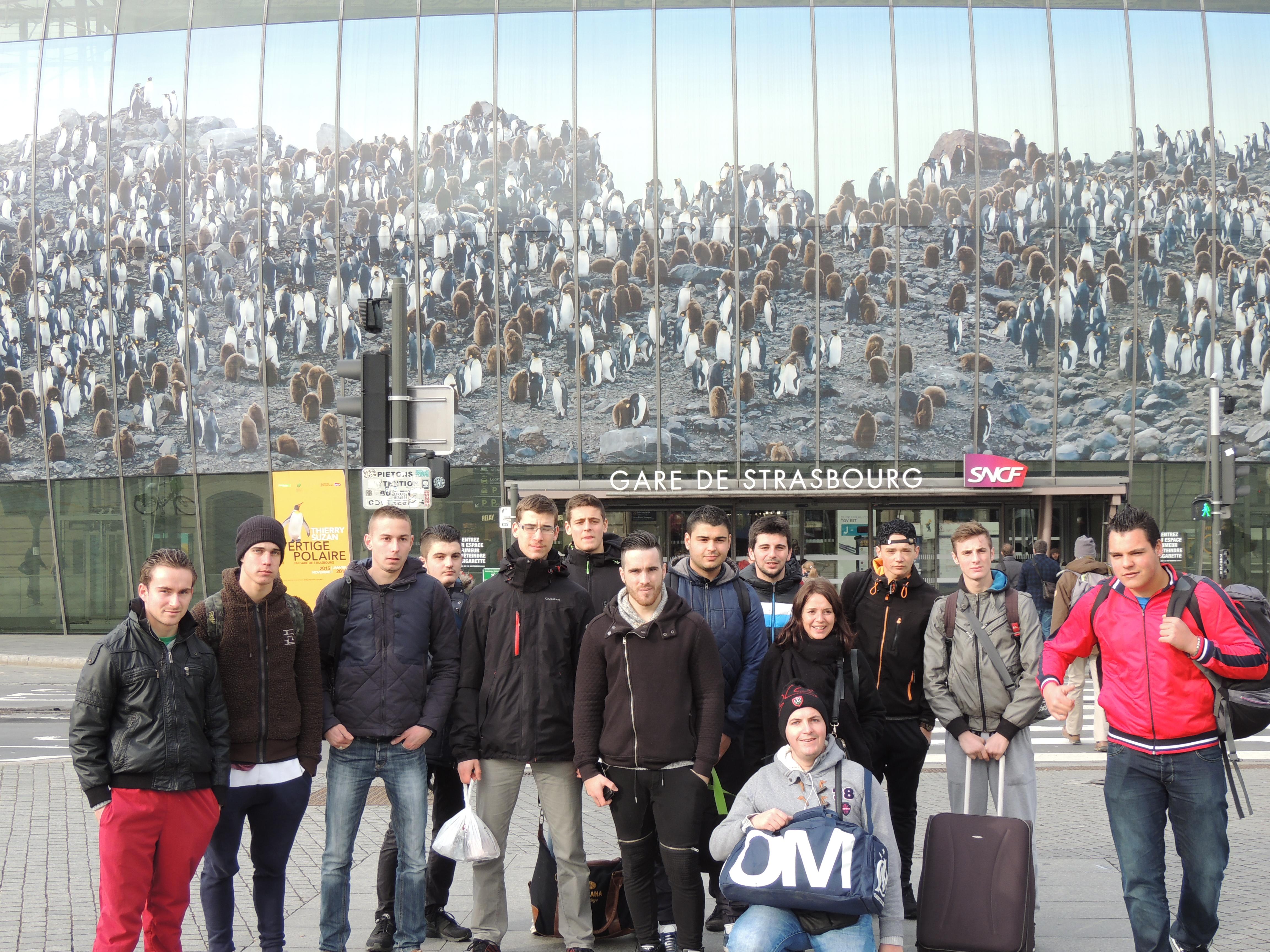 groupe devant la gare v2