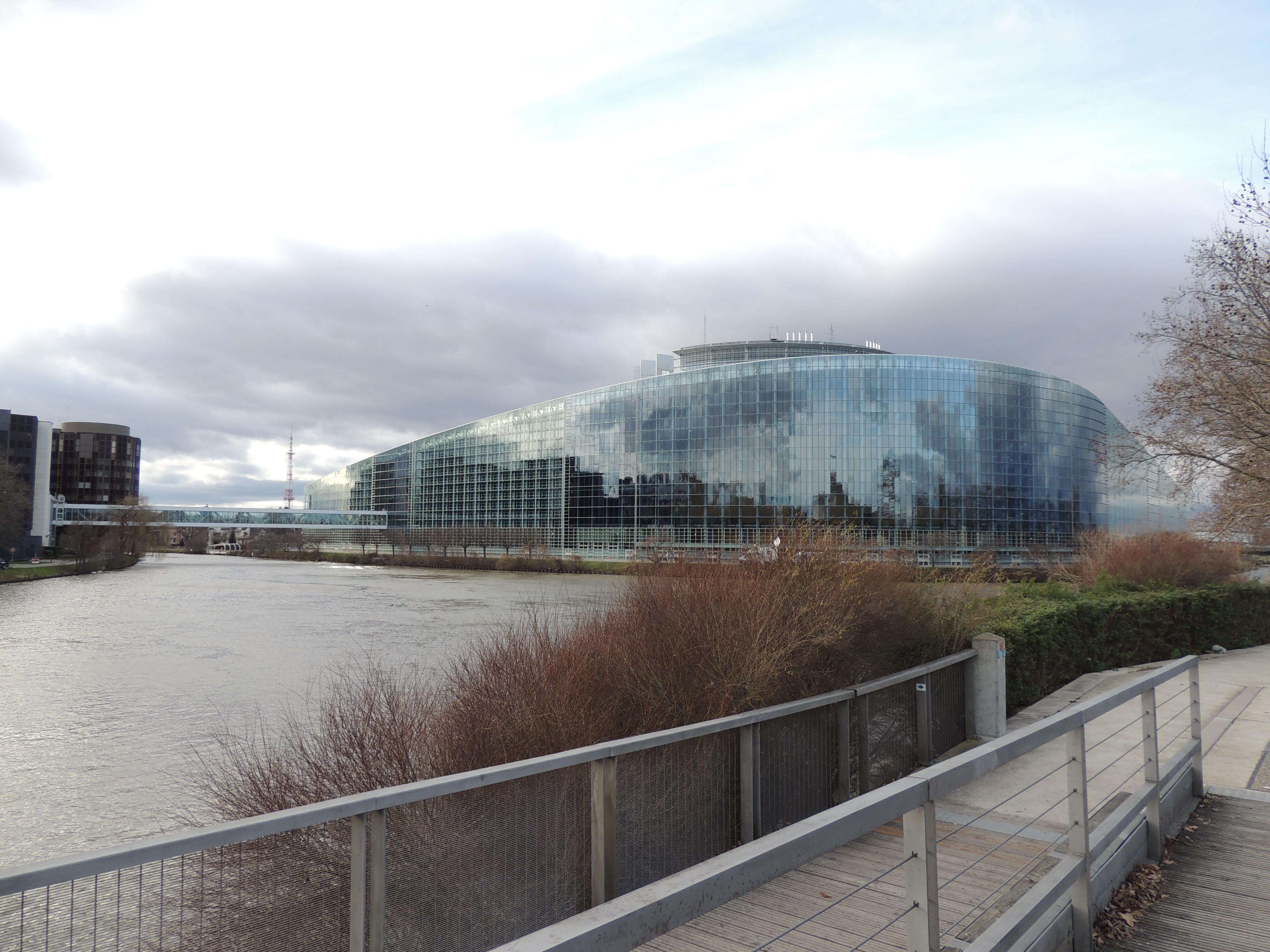 parlement européen de côté
