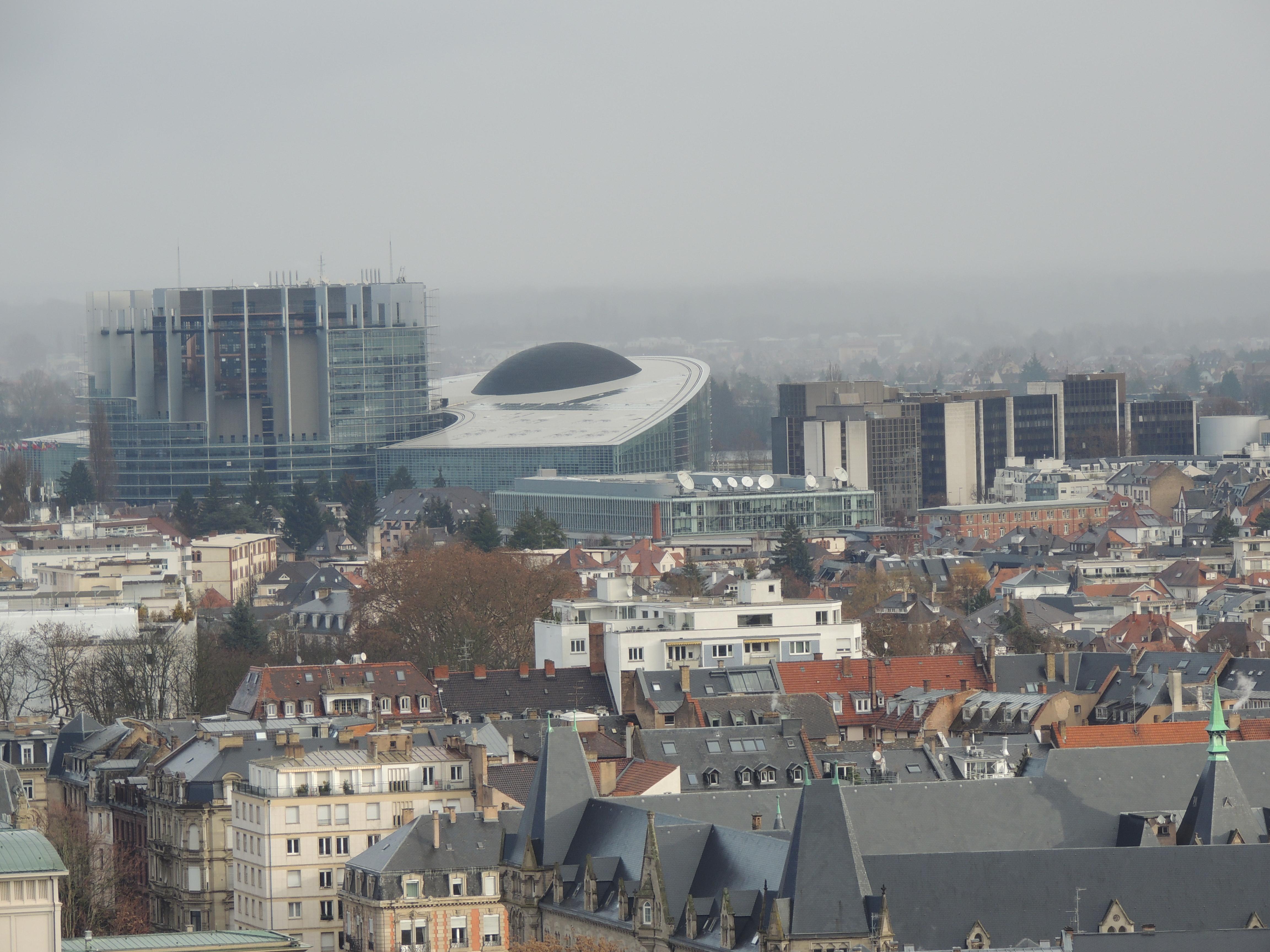 vue_du_ciel_parlement_européen