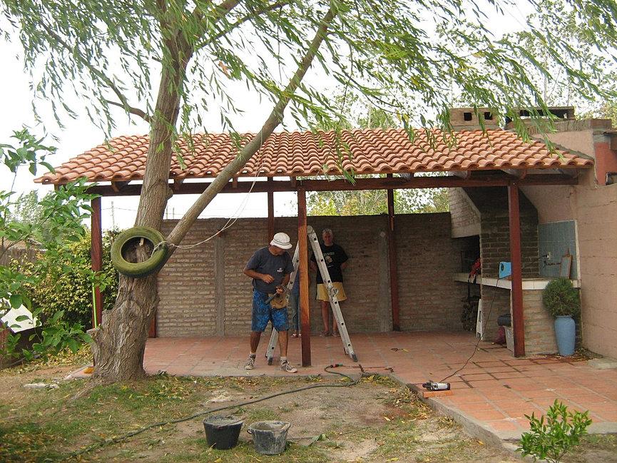 Techos los techos cumplen con la funcin de proteger una for Modelos de techos con tejas