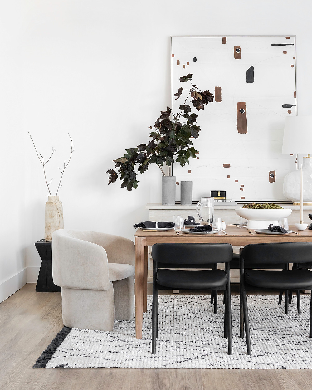 Mid century modern dining room with curved arm chairs and textured rug.