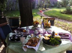 Petit-déjeuner en terrasse...