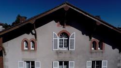 Le haut de la façade