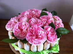 Un gâteau de roses du jardin