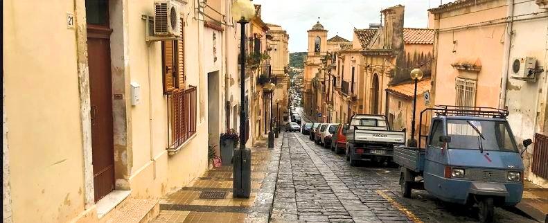 Sicily%20Street%20Scene_edited