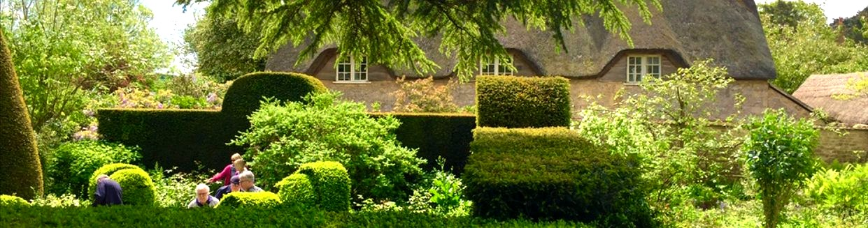Cotswolds%20-%20Thached%20House_edited