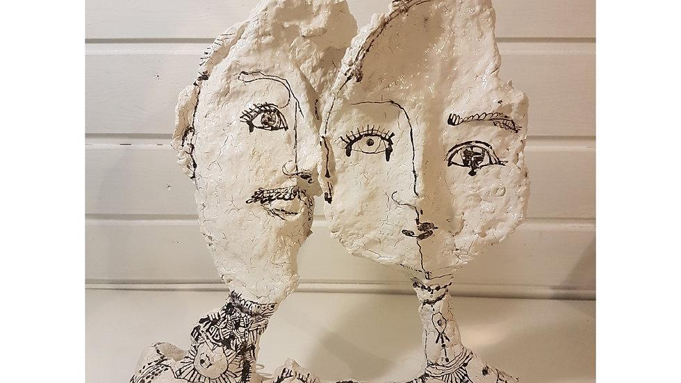 """Skulptur """"COUPLE"""" 2017 / Draht/ Pappmaché/ Lack/ Tusche / 30 x 30"""