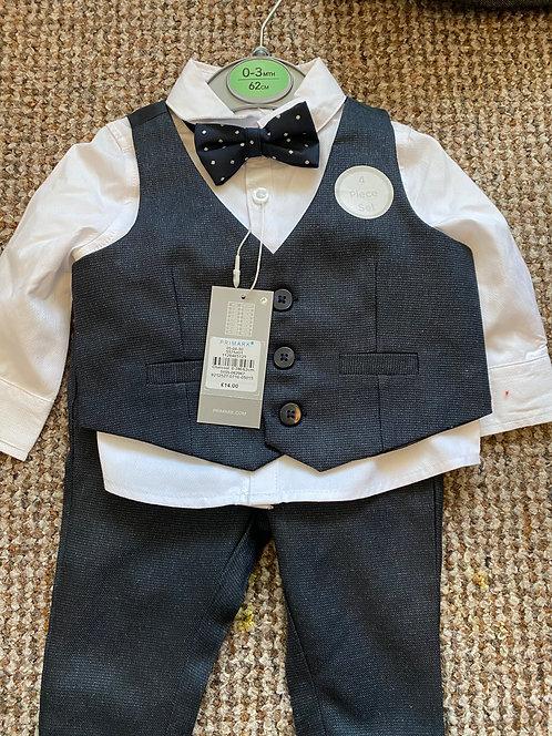 Brand New 4 piece suit size 0-3