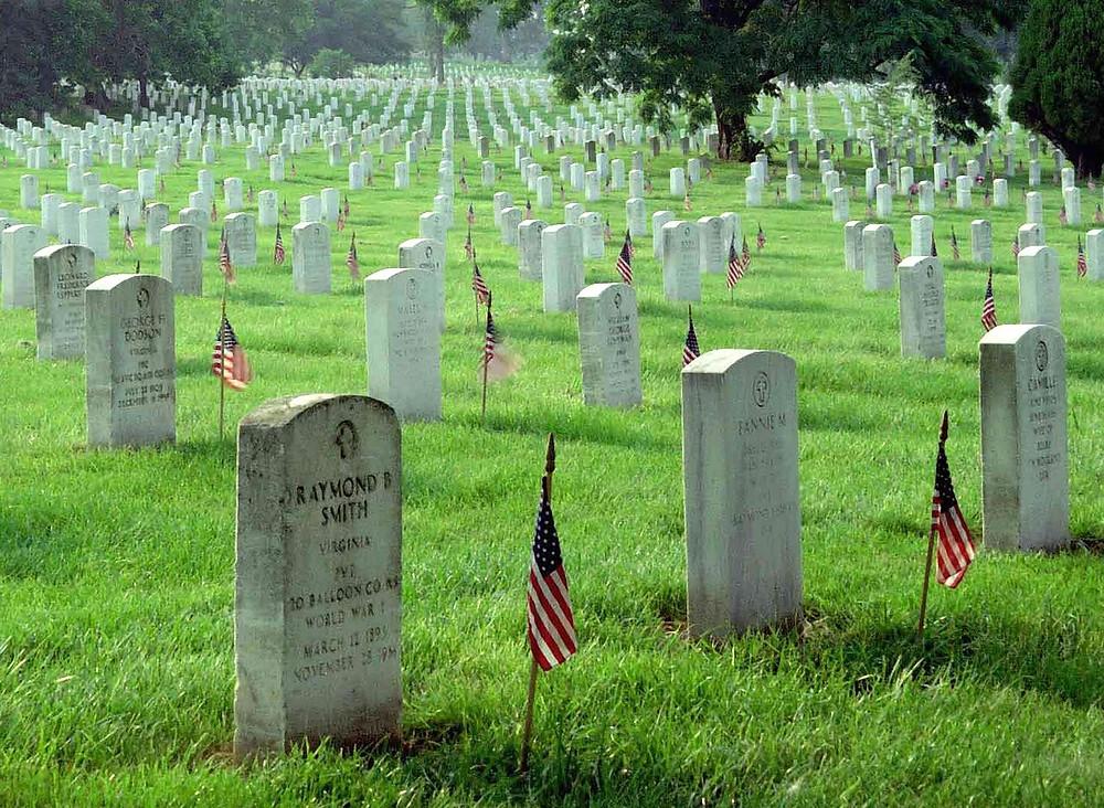 1280px-Memorial_Day_at_Arlington_National_Cemetery.jpg