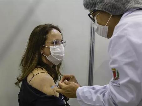 Curitiba vacina pessoas de 50 anos completos ou mais na segunda-feira (21)