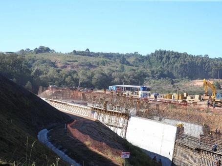 Rompimento de adutora deixa bairros de Curitiba e Região sem água. Veja quais