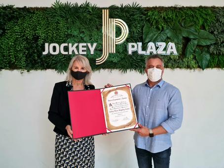 Jockey Plaza Curitiba recebe homenagem