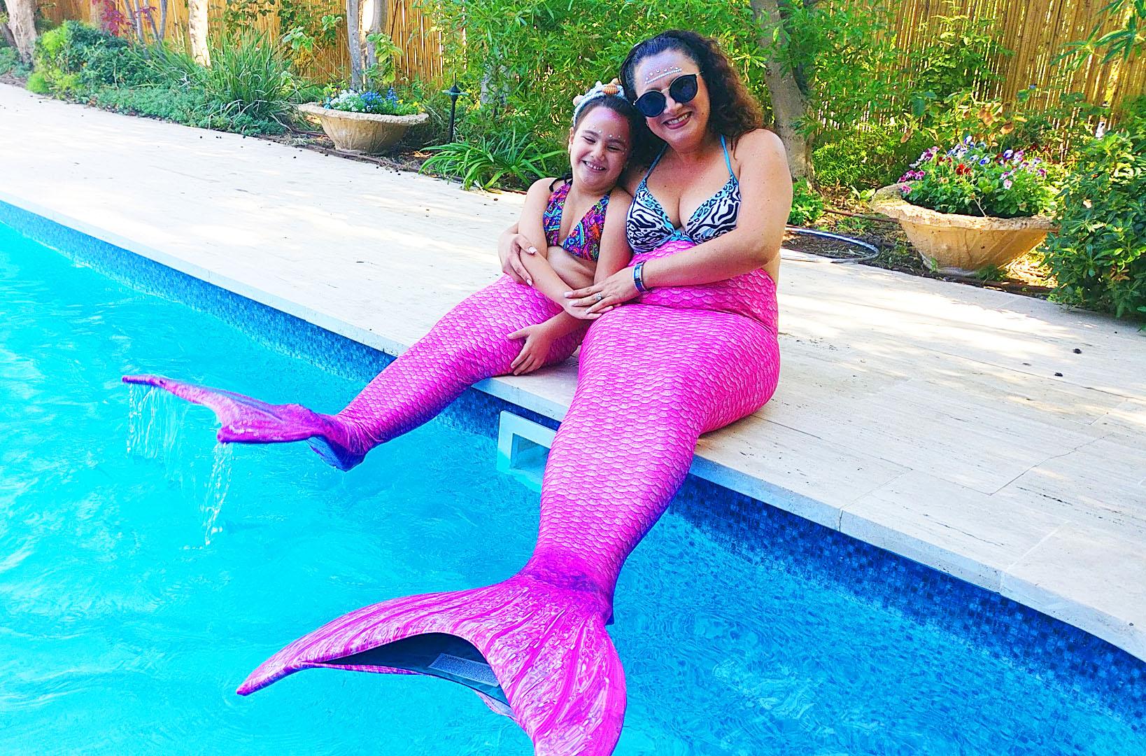 אמא ובת בנות ים