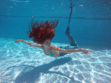 גוי מתחת למים.jpg
