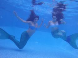 בנות ים מתחת למים