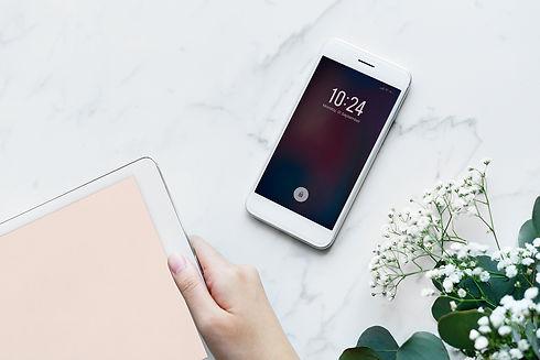 devices-electronics-flatlay-884447-11920