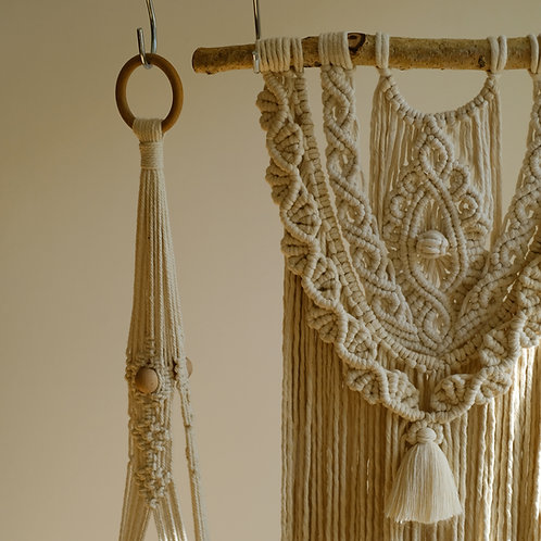 Wall hanging off-white