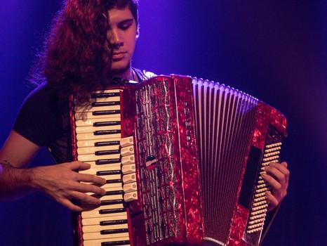 Participações do álbum novo: Gabriel Serrano