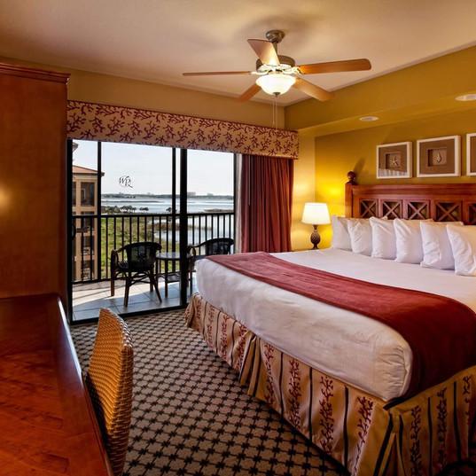 8 Kingsize Bed - Balcony.jpg
