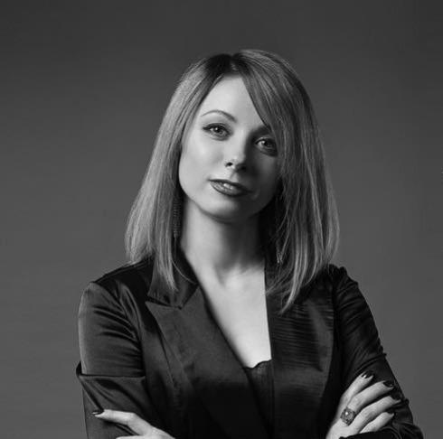 Лора Коркина