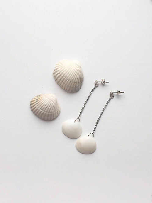 Clam Dangle with silver stud