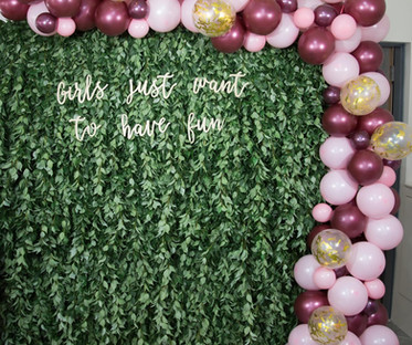 Artificial Living Wall Greenery Backdrop with Balloon Garland