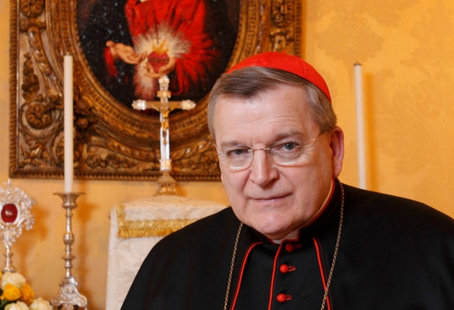 Cardinal Burke Once Again Restates Church Teaching on Reception of Holy Communion by Public Sinners