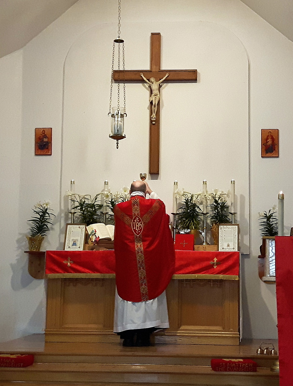 Fr. James Tilley, parish priest at Church of the Good Shepherd, celebrating ad orientem at a Sung Mass