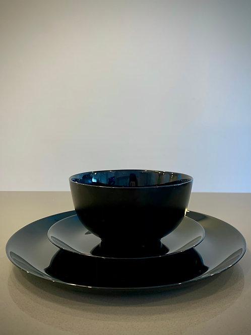 The Pure Black Elegance Crockery Set