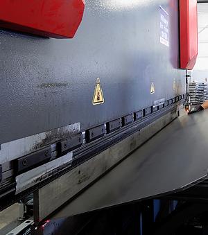 Large capacity press brake forming