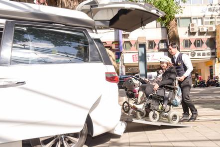 除了格上租車提供V7福祉車的租用外,也可利用各地計程車隊V7友善好司機組成的「V7幸福輪轉手」串連旅程。