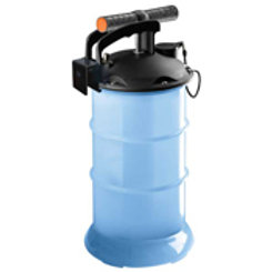 Oil Extractor 2.7L by West Marine