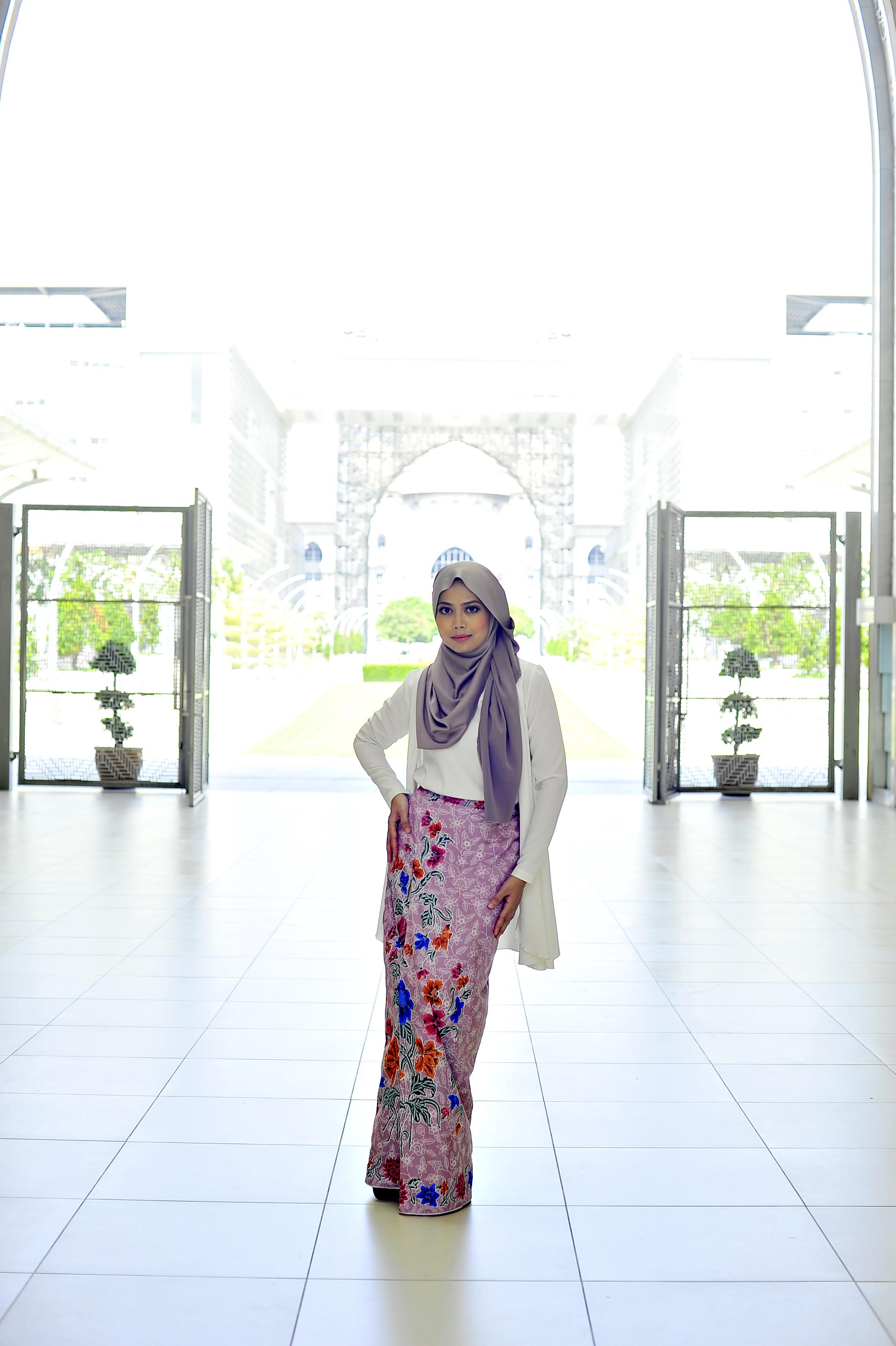 Batiklipat_classic_pencilskirt_zeelalees